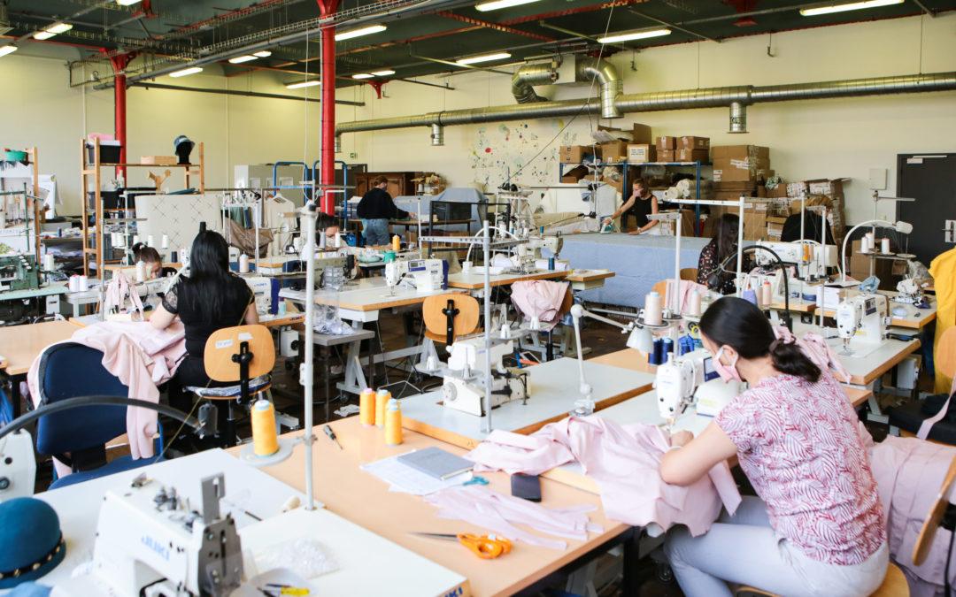 Produire à la demande, en circuit-court, partout en France. Atelier Agile ouvre la voie vers une industrie de la mode qui réconcilie écologie et économie.